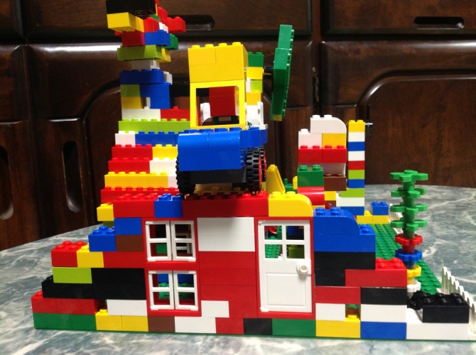 レゴ(赤いバケツ)で作ったレゴ作品
