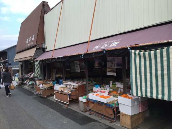 犬山の本町通り/フードショップ吉田屋