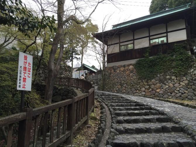 犬山城への石畳の道