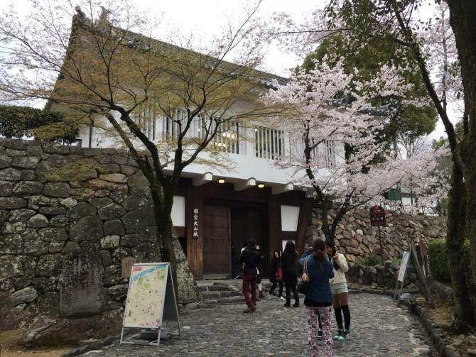 犬山城の入り口