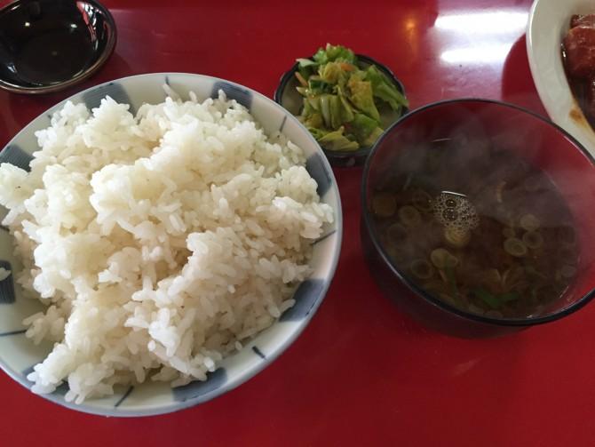焼肉の楽楽/ご飯+赤だし+漬物