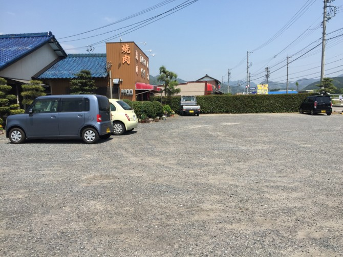 焼肉の楽楽/駐車場