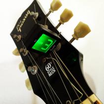コンパクトサイズのお手軽ギター・ベースのチューナー『Swiff B2 Magnetic Chromatic Tuner』