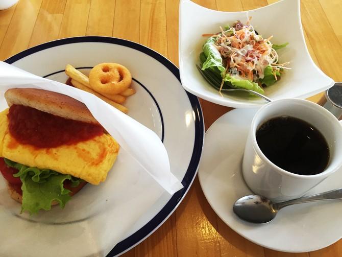 ポノポノカフェのモーニングBセット/ポノポノバーガー+日替わりサラダ+ポテト+ドリンク