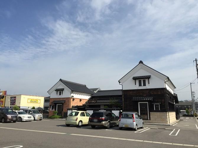 珈琲屋らんぷ/店舗外観&駐車場