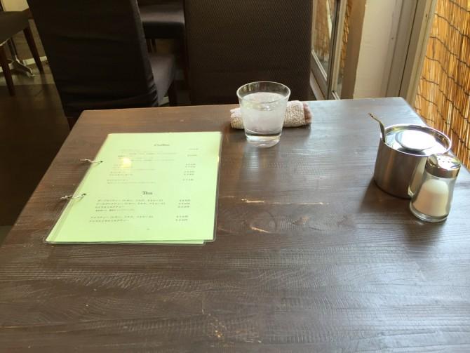 リーブス/テーブル席