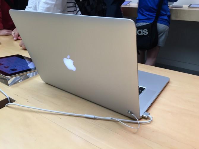 アップルストア名古屋栄/Macbook Pro Retinaディスプレイモデル 15インチ