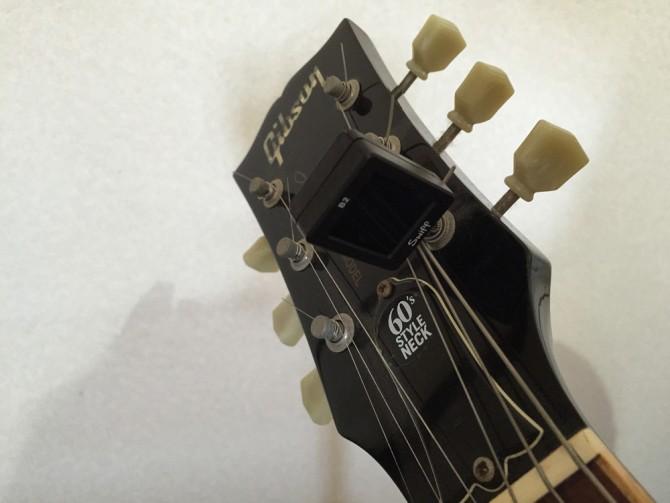 Swiff B2 Magnetic Chromatic Tunerをギターのヘッドのギア部分に取り付け完了