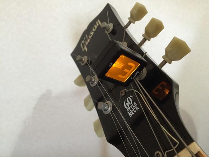 Swiff B2 Magnetic Chromatic Tuner/ギターチューニング中
