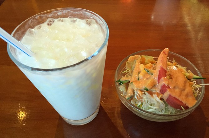 ビンディ/本日のおすすめセット/ラッシーとサラダ