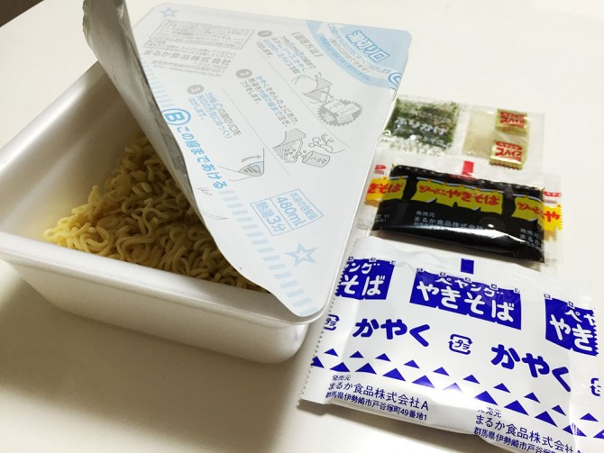 ペヤング/麵+ソース、かやく、ふりかけ・スパイス