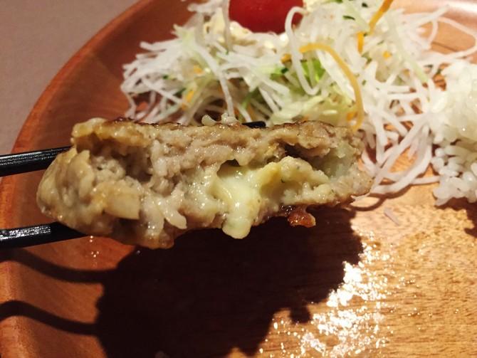 びっくりドンキー/ハンバーグの中にポテトサラダととろけるチーズ