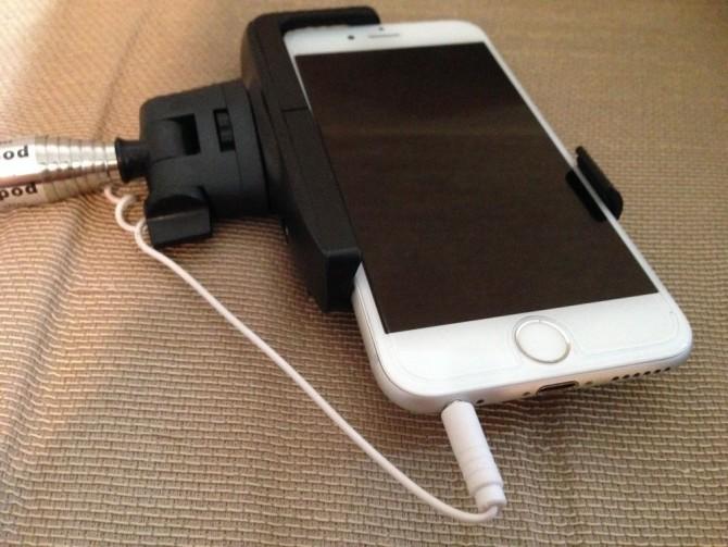 スマホ自撮り棒をiPhone6に接続完了