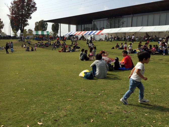 可児市 産業祭/文化創造センター前の芝生にて