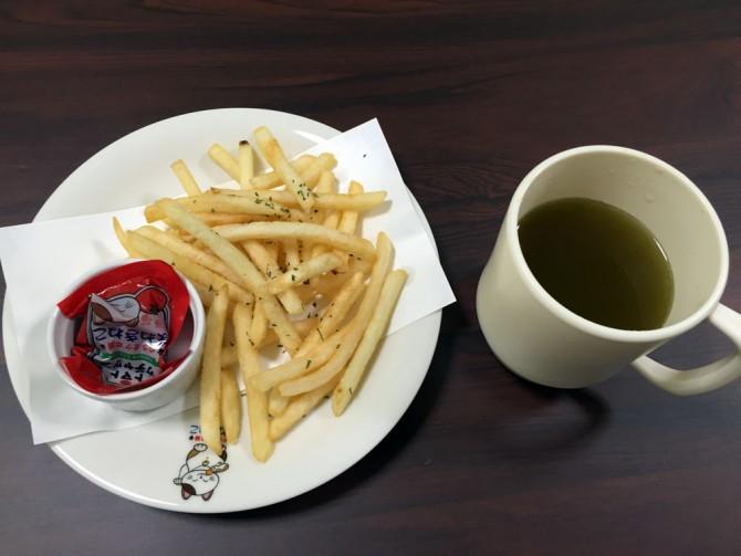 まねきねこ/ハーフポテトと緑茶