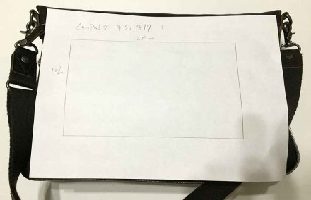 ZenPad 8.0がショルダーバッグに入るかチェック