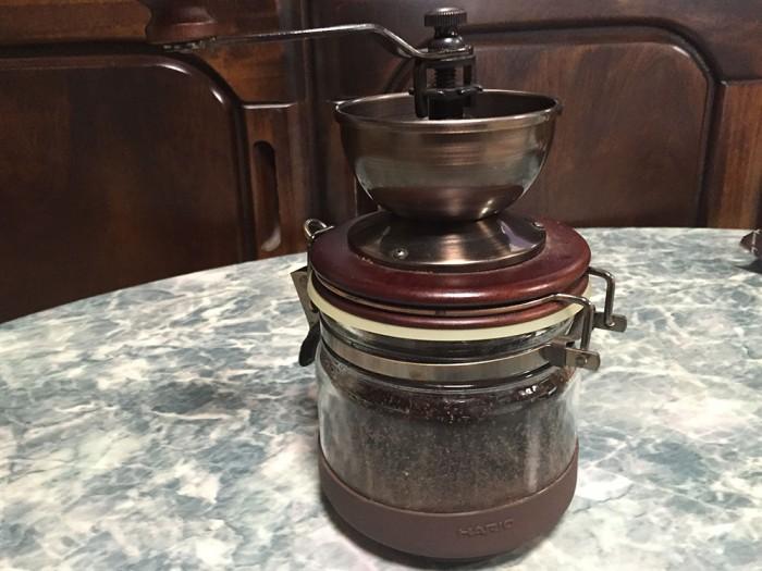 手挽きコーヒーミル/挽いたコーヒー豆