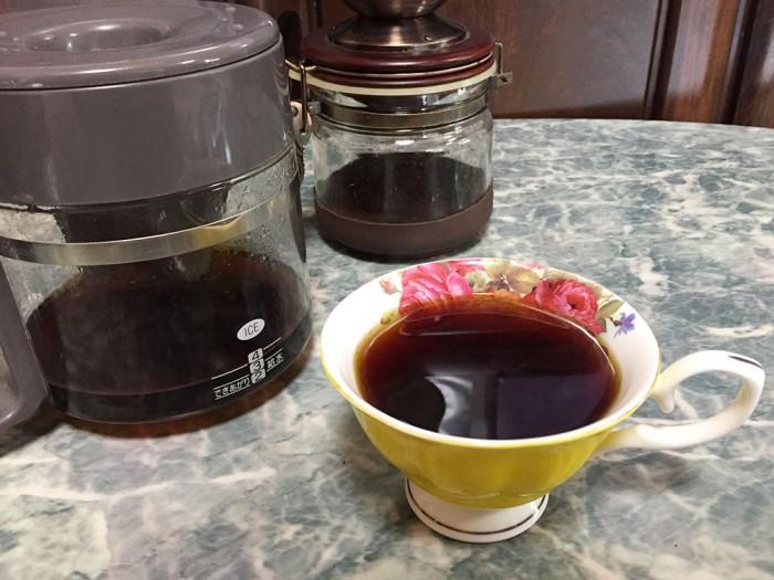 コーヒーミルで挽いて淹れたコーヒー