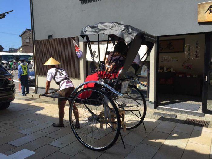 東茶屋街の人力車
