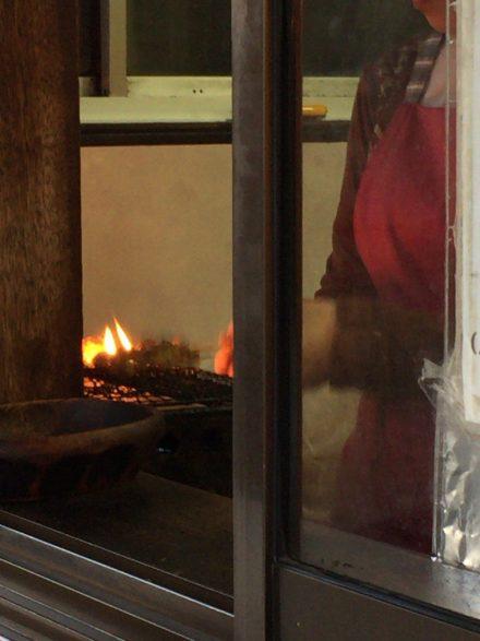 五王加茂野店/焼き鳥を焼いているところ