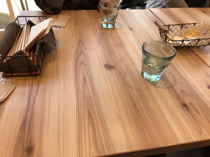 サクラテーブルのテーブル席