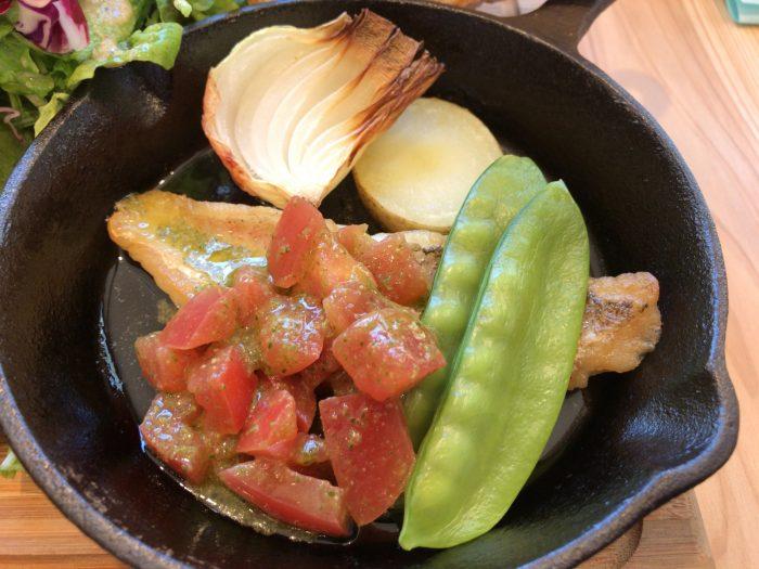 甘鯛のポワレ ごろごろトマトのバジルソース