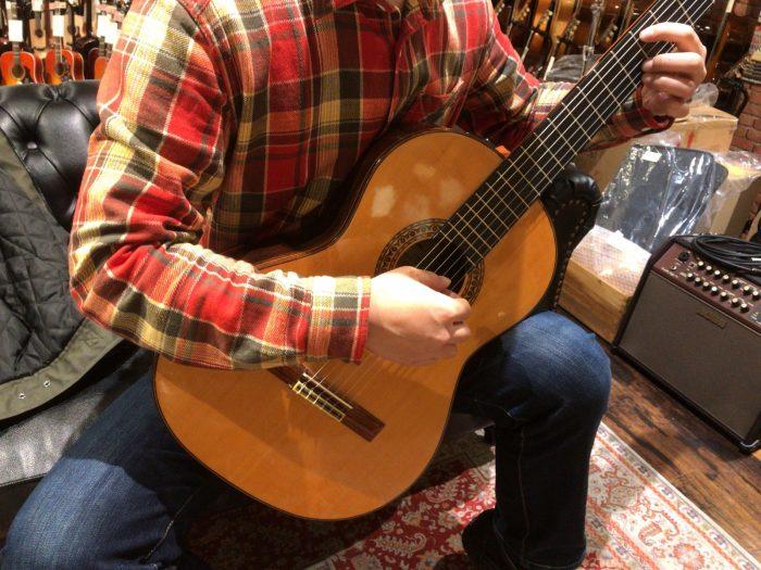 クラシックギター弾いてくれた友人M君