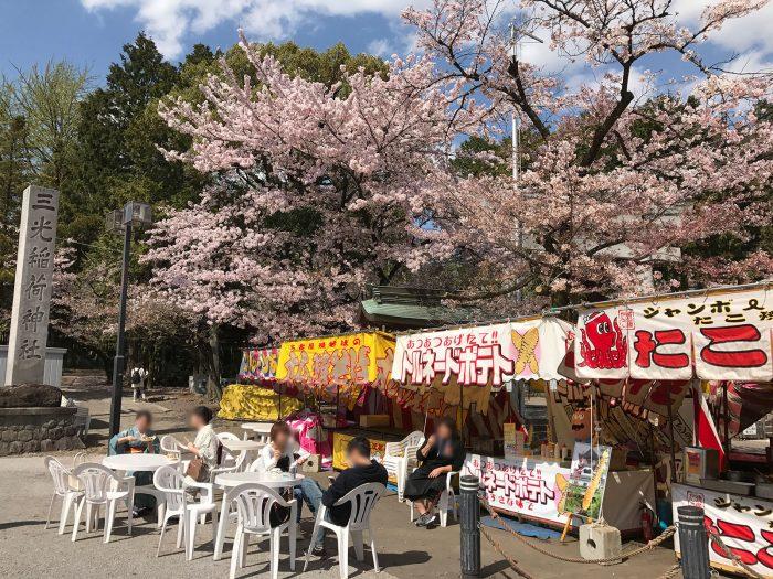 三光稲荷神社の前の出店