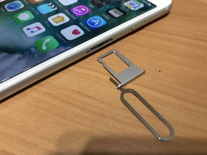 iPhoneのSIMトレイ