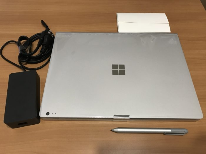 Surface Bookの同梱物