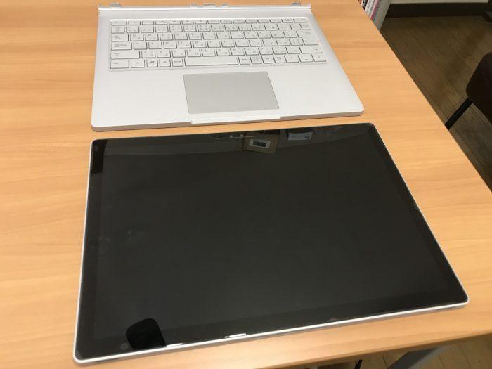 Surface Bookのディスプレイとキーボードを取り外した様子