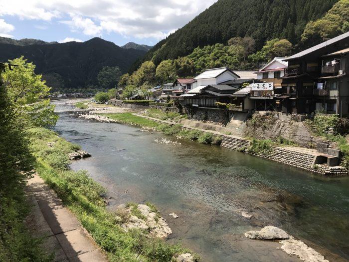 宮ヶ瀬橋からの吉田川下流の景観