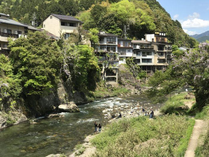 宮ヶ瀬橋からの吉田川上流の景観