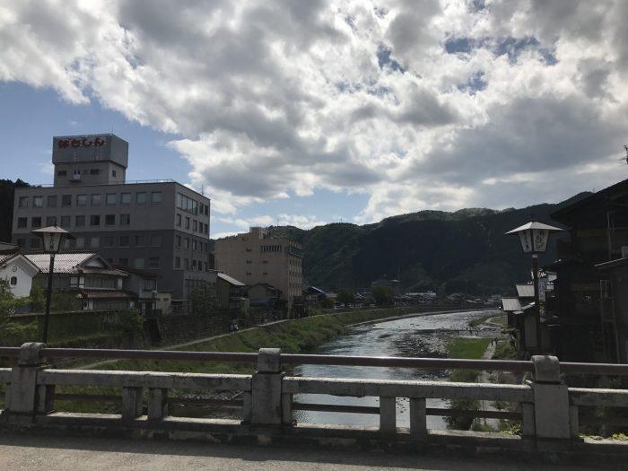 宮ヶ瀬橋からの吉田川下流の景色
