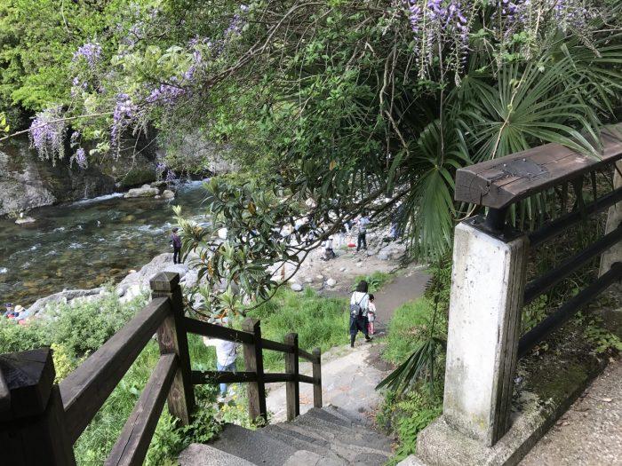 吉田川へ降りる階段