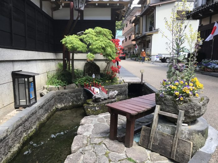 古い町並みの水路