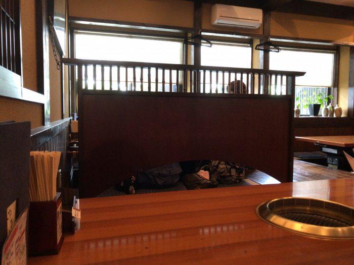 焼楽:テーブル席