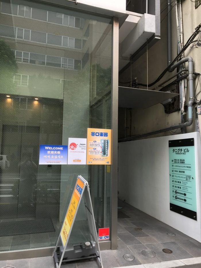 谷口楽器の店舗入り口は右手エレベータから