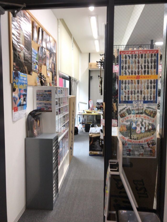 谷口楽器の店舗入口