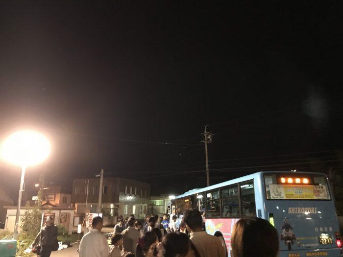 帰りのシャトルバス 美濃和紙あかりアート展
