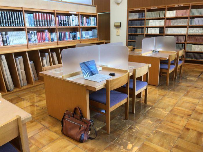 図書館でノートPC作業