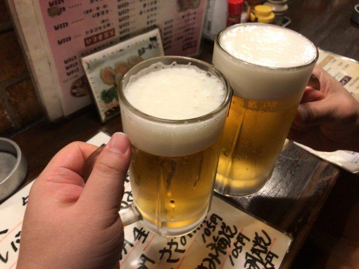 ビールで乾杯|炭火やきとり 駅(下北沢店)