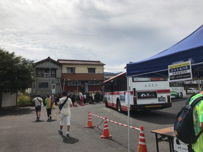 中津川ソーラーのシャトルバス乗り場