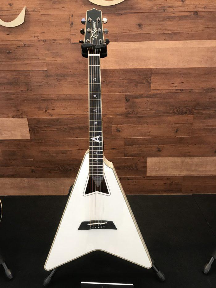Takamineのアコースティックギター「フライングV」