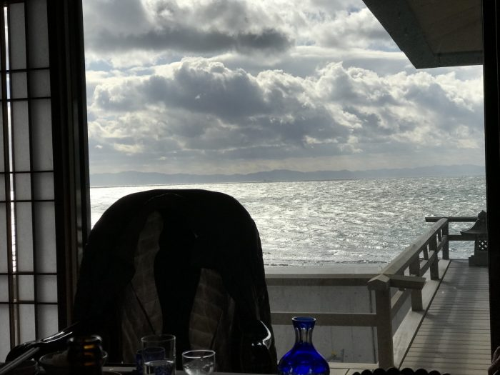 部屋の窓から眺めるオーシャンビュー|粛海風