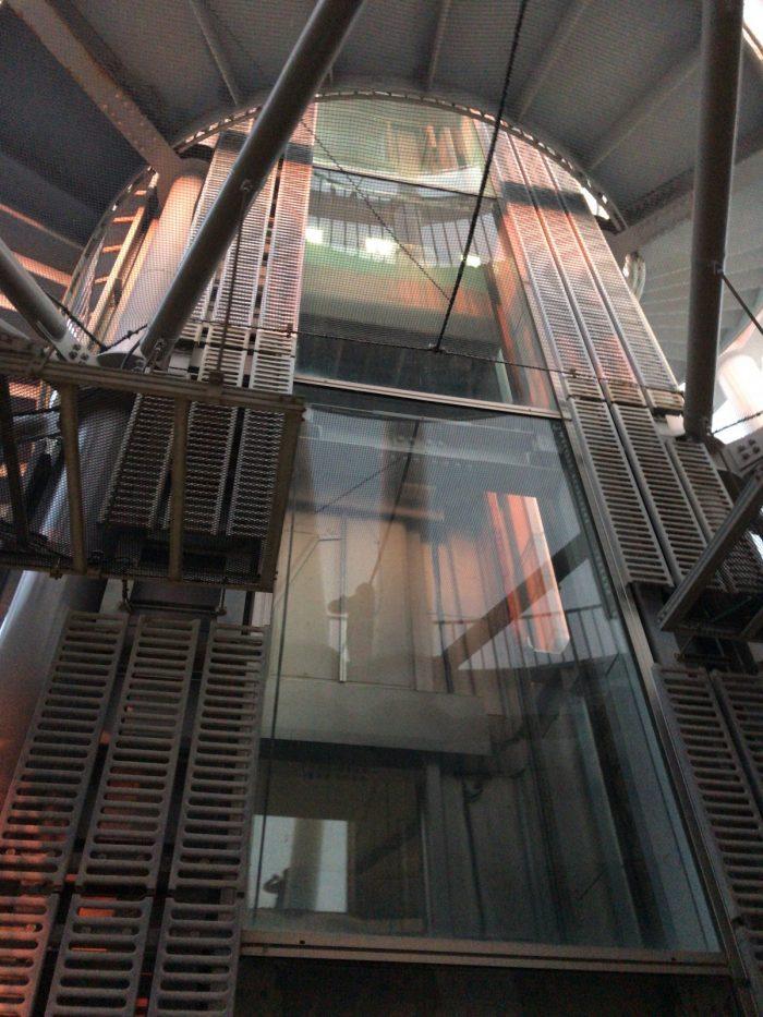 江の島展望灯台のエレベータ