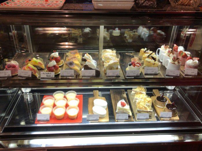 ショーケースのケーキ|ドルチェヴィータ