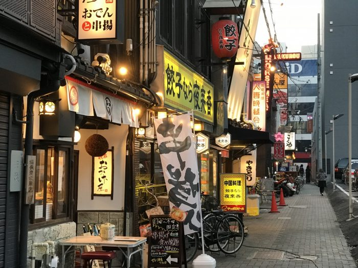 プリンセス大通りの細路地の飲食店