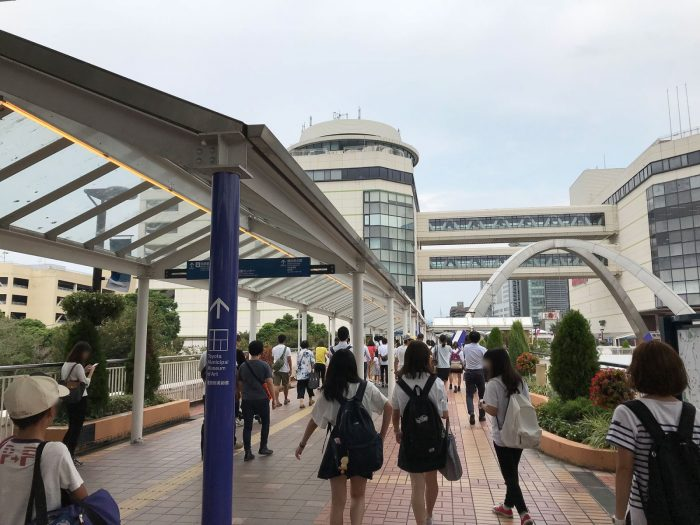 新豊田駅の東口を出たところ