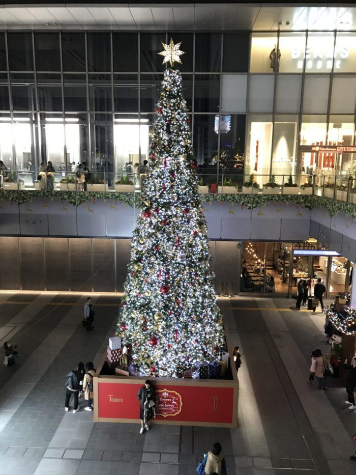 クリスマスツリーのイルミネーション in JRゲートタワー
